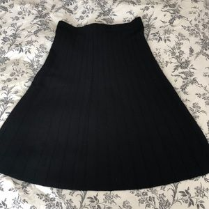 NWOT • Zara Black Accordion 🎩 Midi Skirt